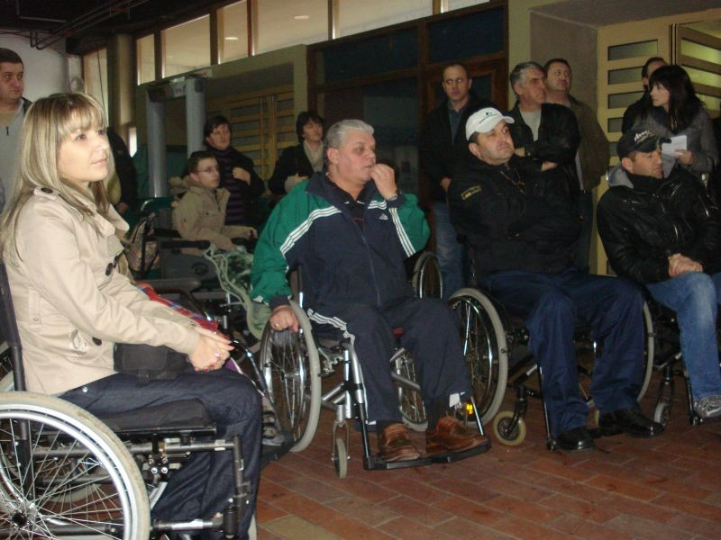 Urucenje invalidskih kolica clanovima, Dom mladih dec_2010